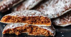 Vlastná zmes čerstvo podrvených korenín dodá týmto perníkovým sušienkam prekrásnu vôňu, ktorá sa postará odokonalú vianočnú atmosféru. German Gingerbread Cookies Recipe, German Christmas Cookies, German Cookies, Christmas Baking, Low Carb Sweets, Low Carb Desserts, Cookie Desserts, Cookie Recipes, Tea Cookies