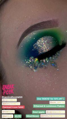 Peacock Eye Makeup, Sparkly Eye Makeup, Colorful Eye Makeup, Eye Makeup Art, Glitter Makeup, Glitter Eyeshadow, Eyeshadow Makeup, Makeup Cosmetics, Concert Makeup
