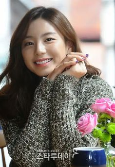 Senyuman Park Soo Jin Park Soo Jin, Stylish, Beautiful, Women, Woman