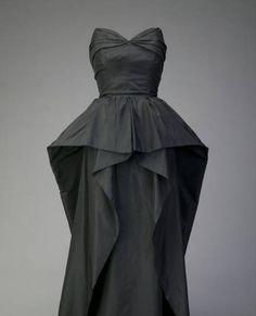 Christian Dior Evening dress, ca. 1948. Silk taffeta. Christian Dior, Paris.