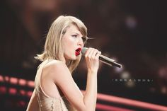 Tour Shanghai, Taylor Lyrics, Taylor Swift, American Singers, Birds In Flight, Editorial Photography, Concert, Celebs, Glamour