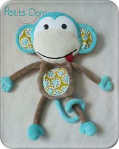Doudou singe Plus Sewing Art, Sewing Toys, Sewing Crafts, Baby Sewing Projects, Sewing For Kids, Tag Blankets For Babies, Monkey Doll, Softie Pattern, Baby Couture