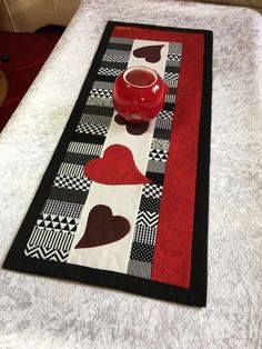 Table Runner - Heart Table Runner - a unique product by Patchwork-Iris at DaW . Table Runner And Placemats, Table Runner Pattern, Quilted Table Runners, Small Quilt Projects, Quilting Projects, Patch Quilt, Quilt Blocks, Watercolor Quilt, Patchwork Heart