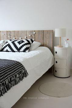 Chambre à coucher tête de lit bois Ida interior lifestyle via Nat et nature
