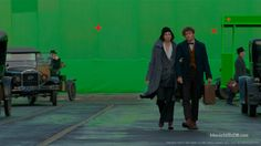 Fantastic Beasts and Where to Find Them - Behind the scenes photo of Katherine Waterston & Eddie Redmayne