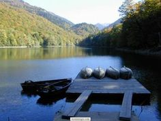 Biogradsko jezero  Izmedu rijeka Lima i Tare, u središnjem dijelu Bjelasice, nalazi se nacionalni park Biogradska Gora, i u okviru njega jedna od tri posljednje evropske prašume.