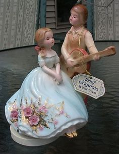 Josef Originals musical figurine revolving MUSIC BOX man guitar & woman RARE