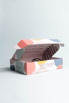 Box packaging design, illustration, color block, p Food Box Packaging, Bakery Packaging, Food Packaging Design, Packaging Design Inspiration, Brand Packaging, Packaging Stickers, Box Branding, Corporate Branding, Photography Packaging