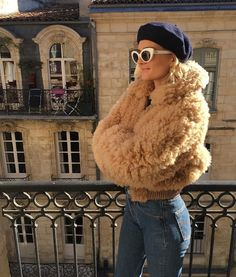 French Girls Won't Touch These Current Trends - Winter Fashion Style Année 80, Mode Style, Look Vintage, Vintage Mode, Street Looks, Street Style, Mode Outfits, Fashion Outfits, Workwear Fashion