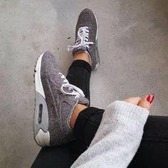 Sneakers women - Nike Air Max 90 (©mouniasupa)