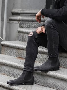 Leather Dress Shoes, Leather Gloves, Grey Chelsea Boots Men, Style Men, Men's Style, Fashion Boots, Mens Fashion, Mens Attire, Grey Boots