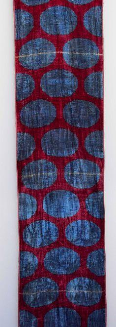 ikat, technika barvení a tkaní, potazmo vzor inspirovany touto technikou