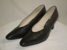 Stuart Weitzman vintage heel pump 80s Gold Chain Black Leather 6.5 B