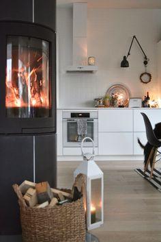 moderni puutalo Inside A House, Living Spaces, Living Room, Modern Loft, Cottage Design, Kitchen Interior, Home Kitchens, Sweet Home, Home Appliances