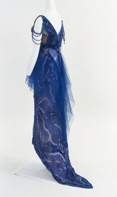 Madame de Pompadour (Doucet evening dress, c. Could see this as a lapis cosplay Vintage Outfits, Vintage Gowns, Vintage Mode, Edwardian Dress, Edwardian Fashion, Vintage Fashion, Edwardian Era, Antique Clothing, Historical Clothing