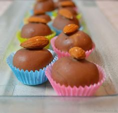 Marzipan nougat chocolates for beginners - Katha-kocht! - Delicious Meets Healthy: Quick and Healthy Wholesome Recipes Praline Chocolate, Mini Cupcakes, Truffles, Easy Meals, Easy Recipes, Sweet Treats, Muffin, Sweets, Snacks