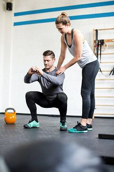 Full length shot of female personal trainer guiding man doing. - Female personal trainer guiding man at gym stock photo - Personal Trainer Humor, Female Personal Trainer, Personal Gym, Fitness Logo, Yoga Fitness, Jennifer Lopez, Pilates, Gym Trainer, Trainer Fitness