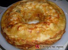 Μια πολύχρωμη πίτα,που την φτιάχνουμε στη στρογγυλή φόρμα του κέικ και δεν αφήνει κανέναν ασυγκίνητο!!! Εντυπωσιάστε τους όλους! Chef Recipes, Greek Recipes, Food Network Recipes, Cooking Recipes, Recipies, Pesto Bread, Greek Pita, Greek Appetizers, The Kitchen Food Network