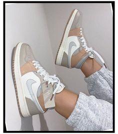Jordan Outfits, Jordan Shoes Girls, Girls Shoes, Cute Nike Shoes, Nike Air Shoes, Sneakers Nike, Sneakers Women, Vans Shoes Women, Nike Fashion