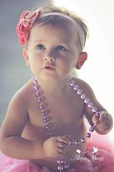 Love the jewelry and candid aspect. Toddler Girl Photography, Cute Photography, Children Photography, Toddler Poses, Baby Poses, Baby Girl Photos, Cute Baby Pictures, Toddler Christmas Photos, Baby Pearls