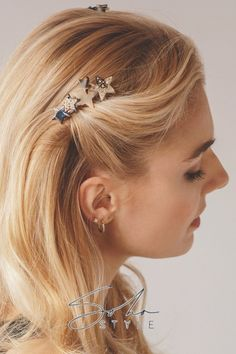 Encrusted crystal-adorned tortoiseshell stars make this jeweled hair comb a blissful accent to just about any hairstyle Clip Hairstyles, Pretty Hairstyles, Star Hair, Elegant Girl, Luxury Hair, Hair Strand, Everyday Hairstyles, Human Hair Extensions, Hair Hacks