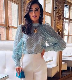 Blouse Styles, Blouse Designs, Transparent Shirt, Top Streetwear, Donia, Looks Chic, Elegant Woman, Blouses For Women, Ladies Blouses