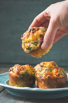 Mini Quiche (single serving breakfast muffins) - Will Cook For Friends Crustless Mini Quiches (aka, egg muffins)Crustless Mini Quiches (aka, egg muffins) Easy Egg Breakfast, Low Carb Breakfast, Breakfast Dishes, Breakfast Time, Breakfast Recipes, Breakfast Ideas, Mini Breakfast Quiche, School Breakfast, Muffin Recipes