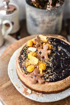 Perníkový cheesecake s povidlím a červeným vínem – MamaChef Hummus, Acai Bowl, Camembert Cheese, Cheesecake, Breakfast, Ethnic Recipes, Food, Acai Berry Bowl, Morning Coffee