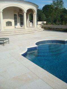 Granit ist mit seiner wasserfesten Oberfläche und der warmen Haptik ideal für die Gestaltung der Terrasse oder des Poolbereichs.  http://www.granit-deutschland.net/fliesen-granit-moderne-granit-fliesen