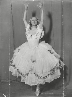 Food historians have claimed the dessert was named after Russian ballerina Anna Pavlova (pictured) Geek Costume, Vintage Ballerina, Russian Ballet, Ballet Costumes, Champs Elysees, Wedding Tattoos, Fashion Design Sketches, Wedding Quotes, Large Photos