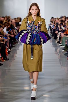 「メゾン マルジェラ(MAISON MARGIELA)」はパリで2016-17年秋冬コレクションを発表した。