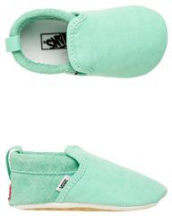 Vans Baby Girls Slip-On Crib shoe Heel pulls for easy off-and-on functionality. Solid in color. A new print on the outsole mimics the iconic Va… Baby Boy Shoes, Crib Shoes, Baby Boy Outfits, Girls Shoes, Kids Outfits, Baby Vans, Baby Girl Fashion, Kids Fashion, Baby Kids Clothes