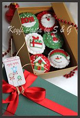 christmas cupcakes Christmas Cupcakes, Christmas Ornaments, Packing Ideas, Cake Cookies, Holiday Decor, Home Decor, Yule, Christmas Crackers, Xmas Ornaments