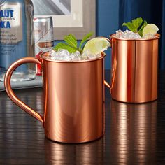 Share a drink and impress your friends with this handsome set of Moscow Mule mugs. Crafted from premium copper, both mugs are covered in a protective tarnish resistant coating.