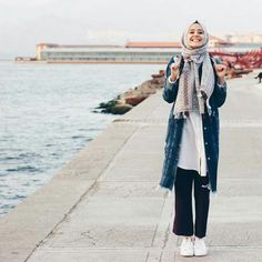 25 Stylish And Fashionable Hijab Fashion For Teens Inspiration Your Fashion And Style Islamic Fashion, Muslim Fashion, Modest Fashion, Teen Fashion, Fashion Outfits, Fashion Edgy, Fashion Fall, Street Hijab Fashion, Casual Hijab Outfit
