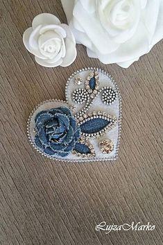 Denim&white zipper heart brooch