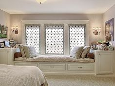 Window seat plus storage. That could have been turned into a window bed with a trundle below for slumber parties. Built In Garden Seating, Brighten Room, Window Benches, Window Seats, Window Seat Storage, Window Bed, Bedroom Windows, Windows Decor, Building A New Home