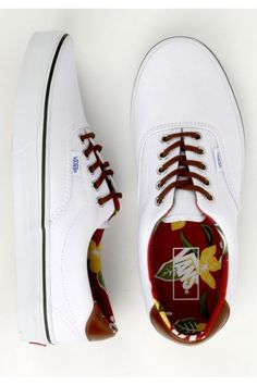 Vans Era 59 Shoes - (Aloha C) True White Want! These Vans are awesome Vans Shoes, Shoes Sneakers, Roshe Shoes, Nike Roshe, White Sneakers, Nike Outfits, Casual Shoes, Men Casual, White Casual