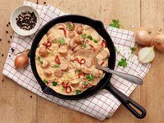 Nakkikastike vartissa | Valio Cheeseburger Chowder, Risotto, Sausage, Food And Drink, Soup, Cooking, Ethnic Recipes, Kitchen, Sausages