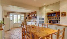 Spacious cosy kitchen