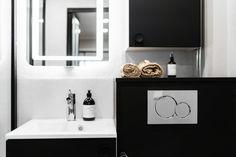 Mattamustaa ja hartsia - Unique Home Bathroom Lighting, Vanity, Mirror, Unique, Furniture, Home Decor, Bathroom Light Fittings, Dressing Tables, Bathroom Vanity Lighting