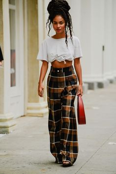 Black Girl Fashion Discover The Best Street Style From New York Fashion Week All the lewks you didnt see on the runway. New York Fashion Week Street Style, Cool Street Fashion, New York Style, Looks Street Style, Looks Style, Street Style Summer, Spring Style, My Style, Mode Outfits