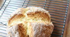 Een Iers sodabrood is heerlijk om te maken. Het is namelijk heel eenvoudig en snel, omdat het brood ook niet hoeft te rijzen, zoals andere broden.