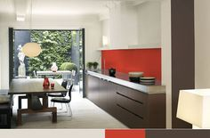 neutral-kitchen-with-bright-red-accent-wall-akzonobel