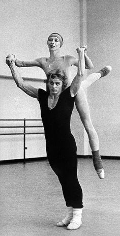 Mikhail Baryshnikov & Natalia Makarova in rehearsal for 'Other Dances'. Choreography by Jerome Robbins & music by Frederic Chopin for Star Spangled Gala, 1976 М.Барышников и Н. Shall We Dance, Lets Dance, Ballet Class, Ballet Dancers, Save The Last Dance, Mikhail Baryshnikov, Poses, Russian American, Nureyev