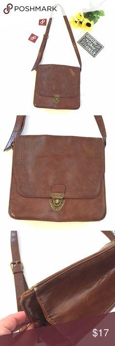 "🎉HOST PICK 🎉Vintage-look Bag Brown vintage-look bag.  Can be worn as a cross-body bag.  Turn lock closure.  Very clean inside! Shortest handle drop is 17"".  Width 10.25"" height 10"" depth 3"" Mossimo Supply Co Bags"
