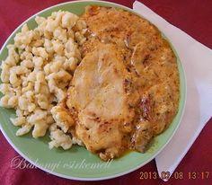Hozzávalók és elkészítés  1 db nagyobb csirkemellből kifilézett 4 szelet hús 1 fej vöröshagyma 1 evőkanál mangalica zsír 1 k...