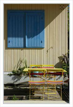 BLOG-DSC_9883-volet bleu, table & chaises couleurs