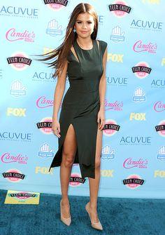 Selena Gomez looks lovely in a Cushnie et Ochs dress at the #TeenChoiceAwards!