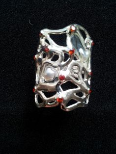 Alice in Wonderland; artclay silver with pearl pieces and red zirkons Alice In Wonderland, Cufflinks, Pearls, Silver, Red, Accessories, Money, Beads, Beading